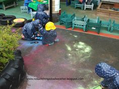 Learning for Life: Outdoor Play Link-Up - Painting in the rain. Rainy Day Activities, Creative Activities, Learning Activities, Outdoor Activities, Outdoor Fun For Kids, Outdoor Art, Outdoor Play, Kids Fun, Eyfs Outdoor Area