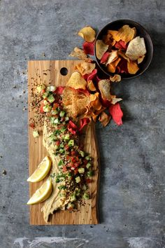 Deconstructed Tabbouleh Hummus Platter recipe Just in time for your celebration thismessisours sabradips Best Gluten Free Recipes, Whole Food Recipes, Tahini, Clean Eating Snacks, Healthy Snacks, Hummus Platter, Meat Platter, Gluten Free Puff Pastry, Vegan Hummus