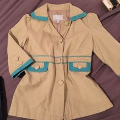 Old navy button down jacket NWOT super cute spring jacket! ☀️ Kaki with aqua blue accents and large buttons! Slight puff to the shoulder . Old Navy Jackets & Coats