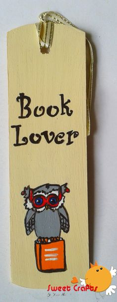 Separador de lectura Búho con lentes. Todos a leer. Utiliza este hermoso separador de lectura para dejar marcado en tus libros tus textos. #owl #bookmarks Técnica: Acrílico sobre madera
