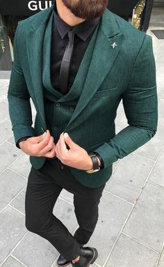 Men always struggle with formal outfit styling. Here are 12 suit styling ideas that are high on trend and looks stunning for every formal occasion. Mens Fashion Suits, Mens Suits, Men's Fashion, Fashion Trends, Fashion Stores, Fashion Photo, Retro Fashion, Fashion Ideas, Winter Fashion