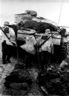 In Dec. 1941, Pz.-Regt. 203 was equipped with 45 Pz.Kpfw. II, 71 Pz.Kpfw. III (5 cm), 20 Pz.Kpfw. IV & 6 Pz.Bef.Wg.