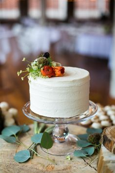 One-Tier White Cake, Fresh Flower Topper