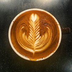 #rosetta #latteart #latte #cafelatte #cafe #coffee #coffeeart #barista #espresso #baristagram #today #photo #daily #practice #follow #먹스타그램 #사진 #라떼 #라떼아트 #로제타 #바리스타 #카페 #커피 #일상 #소통 #팔로우 #일산 #ラテアート #coffeeporn by k_se_hoon