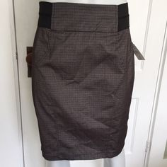 My Michelle gray and black pencil skirt {•} Gorgeous skirt is black and gray and excellent for professional work settings! High waisted and stylish. Size 7. My Michelle Skirts Pencil