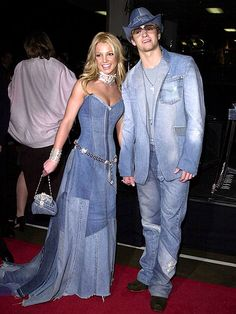 Justin Timberlake and Britney Spears sporting matching denim patchwork at the 2001 American Music Awards. Lol, Haha Funny, Hilarious, Top Funny, Jessica Biel, Justin Timberlake, I Love To Laugh, Make Me Smile, Britney Spears