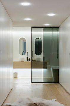 moderne innentüren bad schiebetür glas badewanne badspiegel waschbecken