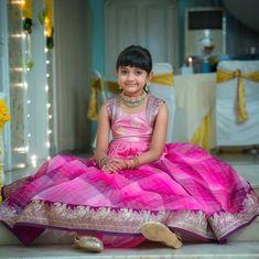 Kids Frocks Design, Baby Frocks Designs, Kids Outfits Girls, Dresses Kids Girl, Long Frocks For Girls, Kids Blouse Designs, Dress Designs, Baby Dress Design, Frock Design