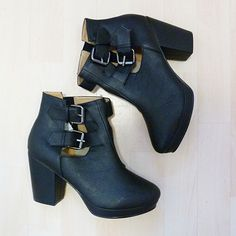ankle boots with buckles...yes.