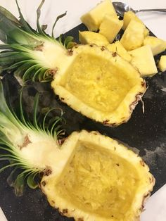 how to cut a pineapple into a fruit bowl; tropical fr… how to cut a pineapple into a fruit bowl; fruit appetizer for a party Watermelon Fruit Bowls, Watermelon Carving, Rainbow Fruit, Fruit Kabobs, Fruit Dishes, Fruit Platters, Fruit Salads, Edible Fruit Arrangements, Pineapple Bowl