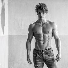 Never serious.but always focused! Muscle Boy, Muscle Hunks, Abs Boys, Hommes Sexy, Shirtless Men, Male Physique, Male Models, Top Models, Attractive Men
