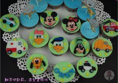 https://www.facebook.com/RollRollKelly #米奇#米妮 #唐老鴨 #高飛 #戴西不 #不魯托#消防車#警車 #救護車 #賽車 #垃圾車#求婚#婚禮蛋糕 #杯子蛋糕 #翻糖蛋糕 #翻滾吧凱莉 #wedding cupcake #propose cupcake