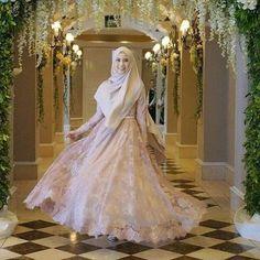 177 best bridal headwear images - page 1 Muslim Wedding Gown, Muslimah Wedding Dress, Muslim Wedding Dresses, Muslim Brides, Bridal Dresses, Bridesmaid Dresses, Wedding Hijab, Bridal Hijab, Hijab Bride