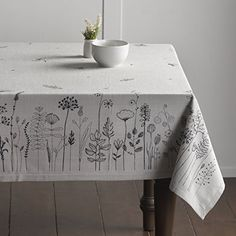 Embroidery Patterns, Hand Embroidery, Fabric Stamping, Quilted Table Runners, Diy Sewing Projects, Linocut Prints, Fabric Painting, Embroidered Flowers, Table Linens
