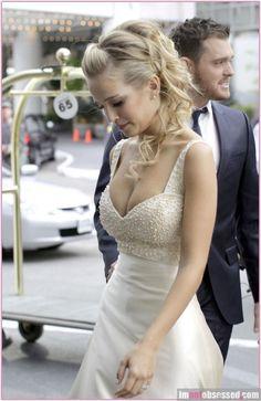 Luisana Lopilato beautiful hair and dress