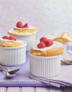 Ethereal vanilla bean soufflés are simpler than you think. Check out this recipe for this perfectly sweet dessert. Chocolate Tres Leches Cake, Chocolate Chiffon Cake, Chocolate Desserts, Mini Desserts, Sweet Desserts, No Bake Desserts, Dessert Recipes, Mini Peach Pies, Gooey Butter Cake