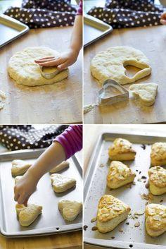 { Ricetta vintage realizzata a 4 mani } scones alle mandorle - { Vintage recipe } Almond scones with strawberries jam