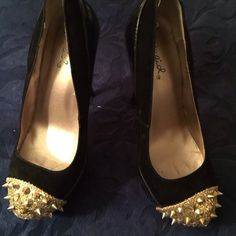 Black and gold hills Woren twice great condition Shoes Heels