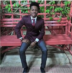 WELCOME TO V.S.B.M.CREW'S BLOG    : Singer-Korede Bello Looking Dapper