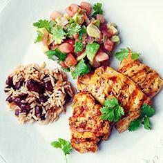 Grillowane filety z kurczaka po meksykańsku z salsą pomidorową z awokado oraz z ryżem i czerwoną fasolą
