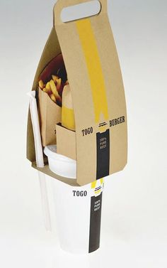 Effective Fast Food Packaging by Área Visual Fastfood Packaging, Packaging Box, Clever Packaging, Innovative Packaging, Food Packaging Design, Brand Packaging, Branding Design, Burger Packaging, Takeaway Packaging