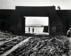 李鳴鵰 | 台北淡水河畔五號水門, 1948