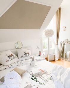 Carré Blanc (@carreblancparis) • Photos et vidéos Instagram Coin, Decoration, Toddler Bed, Photos, Furniture, Instagram, Home Decor, Kids Bath, Comforter Set