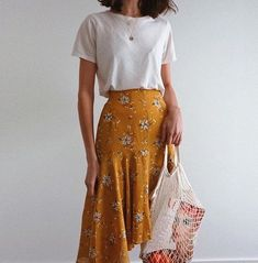 macadameia – Yellow skirt for casual summer outfit Source by – - fashionable summer casual Look Fashion, Fashion Clothes, Street Fashion, Fashion Outfits, Fashion Trends, Trending Fashion, Summer Fashion Modest, Summer Fashions, Parisian Fashion