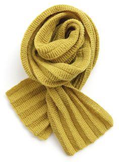 Opskrift på plisséstrikket mini halstørklæde af Hanne Meedom & Sofie Meedom Knitting Designs, Knitting Projects, Knitting Patterns, Crochet Scarves, Knit Crochet, Head And Neck, Drops Design, Knitting For Beginners, Mellow Yellow