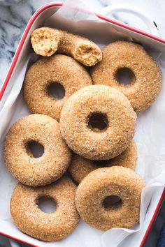 This Vegan Baked Apple Cider Donut recipe yields the tastiest donuts with lots of apple flavor and the perfect blend of spices. They'll definitely satisfy your biggest cider donut cravings! Apple Donut Recipe, Baked Donut Recipes, Baked Donuts, Baking Recipes, Doughnuts, Best Vegan Recipes, Good Healthy Recipes, Fall Recipes, Favorite Recipes
