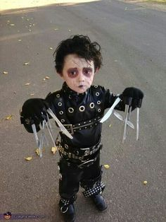 Mini Edwards scissorhands! I've already pinned this but this is the cutest thing ever