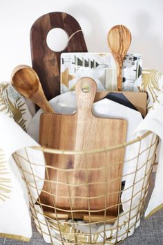 Christmas Gift Ideas for Mother-in-Law - Christmas . - Christmas Gift Ideas for Mother-in-Law – Christmas … xmas gift ideas for mother in law - Housewarming Gift Baskets, Diy Gift Baskets, Gift Hampers, Wedding Gift Baskets, Raffle Baskets, Basket Gift, Mother Christmas Gifts, Mother Gifts, Christmas Christmas