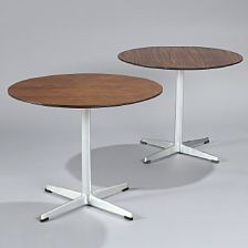 1222/776 - Arne Jacobsen: Two circular coffee table, aluminum foot with steel stem. Manufactured by Fritz Hansen 1967 and 68. H. 47. Diam. 60 cm. (2)