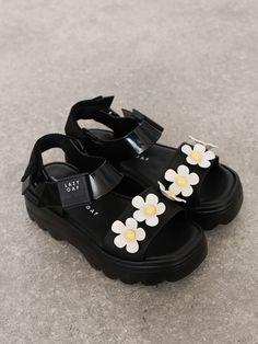 Dr Shoes, Hype Shoes, Sock Shoes, Me Too Shoes, Shoes Heels, Black Shoes Sneakers, Sneakers Fashion, Fashion Shoes, Plastic Sandals