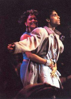 hahahaha Sheila E. and Prince (the look on his face is priceless)