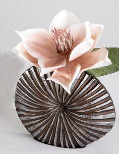 ber ideen zu vase silber auf pinterest porzellan. Black Bedroom Furniture Sets. Home Design Ideas