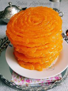 Véritable Zlabia Algérienne زلابية Algerian Recipes, Algerian Food, Ramadan Recipes, Romanian Food, Indian Sweets, Arabic Food, Coco, Food And Drink, Yummy Food