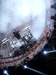 Tommy Lee and his killer 360-degree drums roller coaster. - http://www.pinterest.com/DianaDeeOsborne/drums-drumming-joy