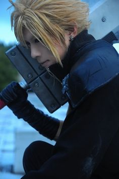 Final Fantasy cosplay: This Cloud Strife is dead on and soooo hot! Best Cosplay Ever, Epic Cosplay, Casual Cosplay, Amazing Cosplay, Cosplay Outfits, Cosplay Wigs, Cosplay Costumes, Anime Cosplay, Final Fantasy Cosplay