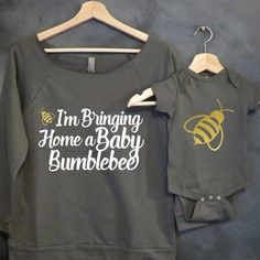 Mommy and Me Shirt Package Baby Bumblebee Mommy and Baby Set Mama Bear Baby Bear Baby shower gift Mothers day Pregnancy Announcement - Maternity Shirts - Ideas of Maternity Shirts - Mommy and Me Shirt Package Baby Bumblebee by HelloHandpressed Baby Kind, Our Baby, Baby Love, Baby Set, Baby Baby, Baby Gender, Babyshower, Accessoires Photo, Shirt Packaging