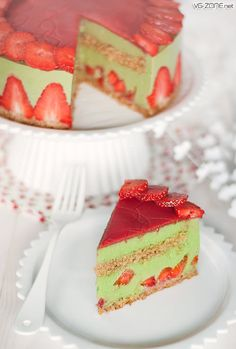 Matcha Green Tea Strawberry Cake
