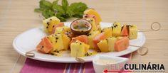 Receita de Espetadas de fruta exótica. Descubra como cozinhar Espetadas de fruta exótica de maneira prática e deliciosa com a Teleculinária!