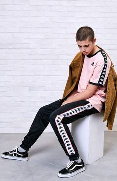 We are really feeling this Kappa Vale Ringer T-Shirt from PacSun with this jacket. Streetwear, Boy Outfits, Fashion Outfits, Love Fashion, Mens Fashion, Urban Street Style, Pants Outfit, Shirt Style, Pacsun