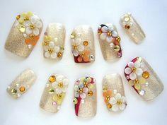 和装花嫁必見!!着物にぴったりのブライダルネイルデザイン集♡|DERELLA(デレラ)