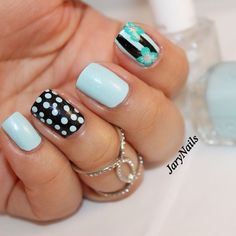 Loved these polka dots and stripes flower nails Used @essie Mint Candy Apple, Pure Pearlfection & Licorice.