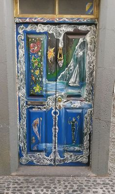 In many countries around the world, decorating the entrance to one's home is thought to bring luck, happiness and wealth. This list of the most beautiful doors and entrances from many corners of the world will make you look at this fundamental exterior element with new eyes.