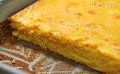 Pamonha de Forno 2 latas de milho verde (sem a água) 1 garrafinha (200ml) de leite de coco 2 xícaras de açúcar (medida da xícara: 180ml) 4 ovos 25g (meio pacote) de queijo parmesão ralado 4 colheres (sopa) de farinha de trigo  Após bater bem, junte, ainda no liquidificador 1 colher (sopa) de fermento em pó e bata só para misturar. Despeje a mistura em um recipiente untado e enfarinhado. Leve para assar em forno pré-aquecido em 200º até dourar porque cada forno tem seu tempo.
