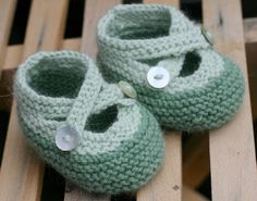 Irresistible cotton booties by Saartje. Find the free PDF pattern here: link