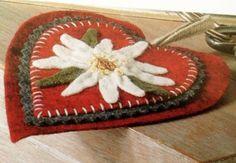Portachiavi in feltro semplice e leggero, che può diventare anche un bellissimo regalo per familiari o amici.