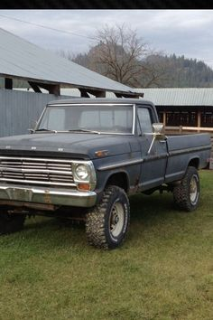 Here's the front end of that old Ford. Classic Ford Trucks, Old Ford Trucks, Farm Trucks, Ford 4x4, Cool Trucks, Pickup Trucks, Cool Cars, Classic Cars, Old Fords